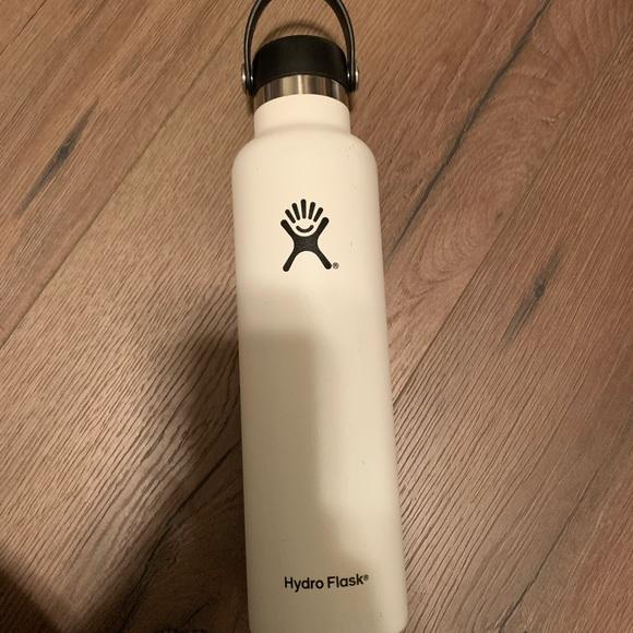 White 25oz Hydro flask